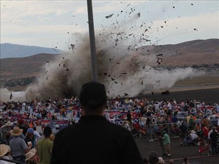На авиашоу в Неваде разбился самолет