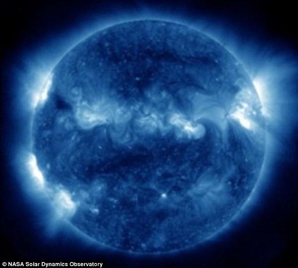 Ультрафиолетовый снимок Солнца