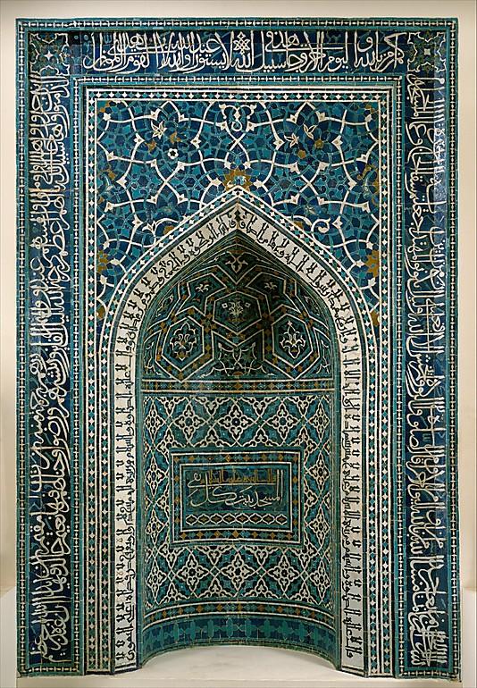 """Молитвенная ниша (Михраба) из Ирана, мозаика, в центральном прямоугольнике надпись:  """"Мечеть - жилище благочестивых"""""""