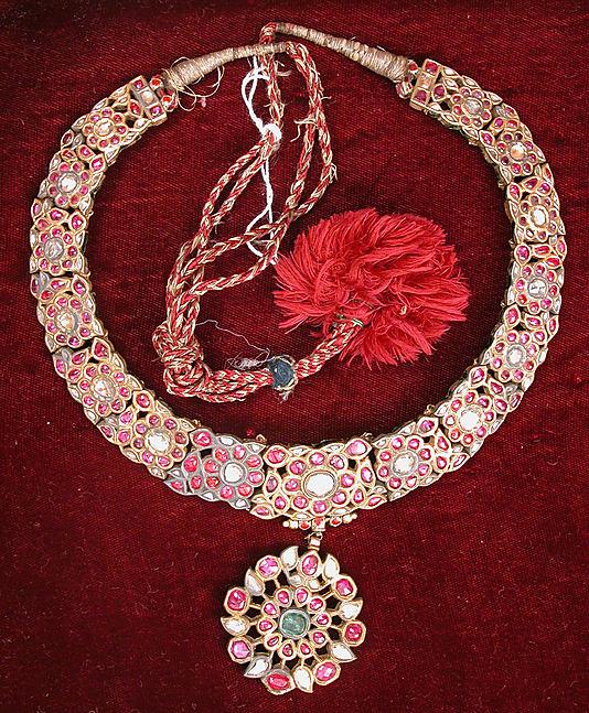 Ожерелье, Индия, 19 век, золото, лак, драгоценные камни, эмаль