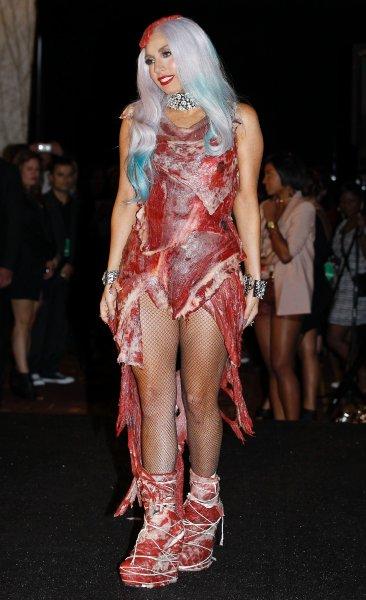 Леди Гага в платье из свежей говядины
