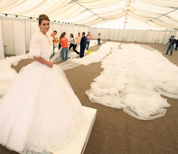 Самое большое свадебное платье