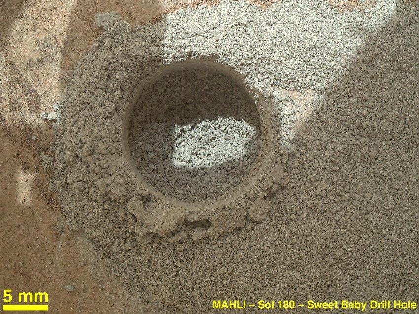 Марсоходу удалось пробурить отверстие в поверхности Марса