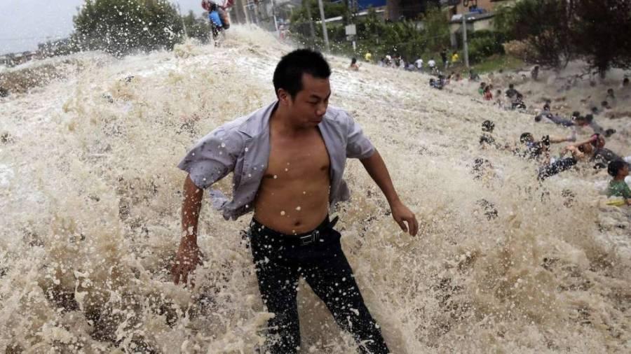 Приливная волна на реке Кинтанг