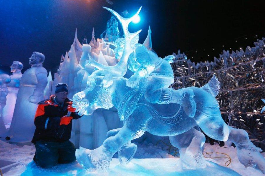 Герои нового диснеевского фильма на Фестивале ледяных фигур Что было, что будет - Само Собой.