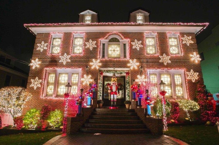 Дом украшенный к новому году картинки
