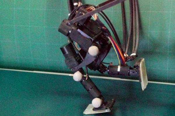 Японцы создали бегающего робота