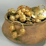 клад с золотыми украшениями