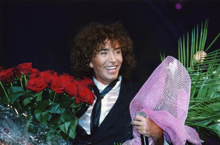 Валерию Леонтьеву подарили полтонны цветов
