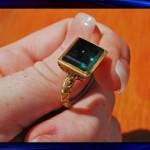 Драгоценное кольцо нашли в море