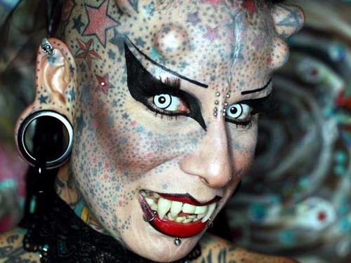 Первая в мире женщина-вампир