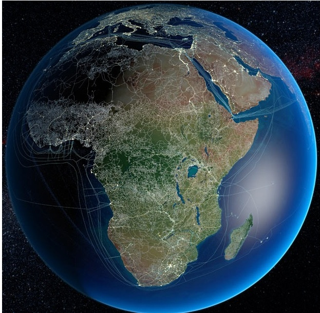 Основные автомобильные и железные дороги в Африке, а также линии электропередач и подводные кабели для передачи данных