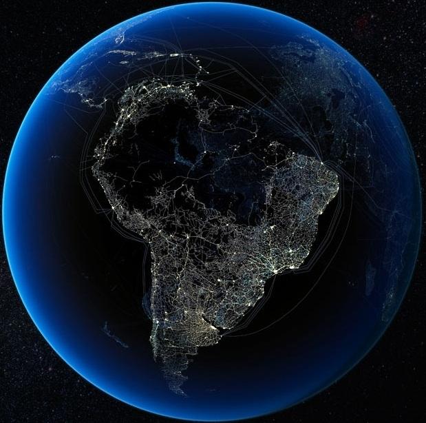 Автомобильные и железные дороги в Южной Америке накладываются на спутниковые снимки освещенных ночных городов