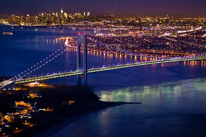 Ночной Нью-Йорк, с высоты птичьего полета, фотограф Evan Joseph, The Varrazano Narrows Bridge