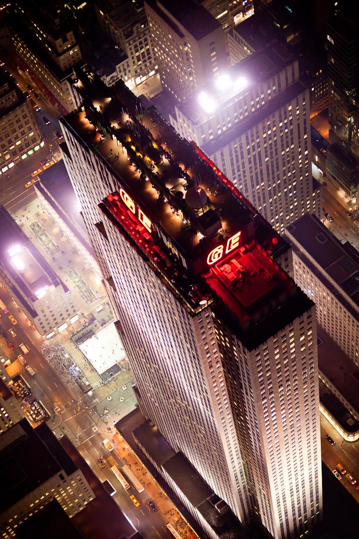Ночной Нью-Йорк, с высоты птичьего полета, фотограф Evan Joseph, The GE building