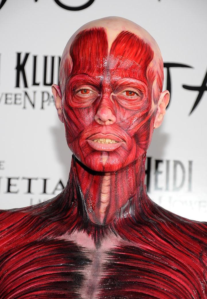 Хайди Клум в костюме мертвого человека без кожи на Хэллоуине 2011 в Лас-Вегасе