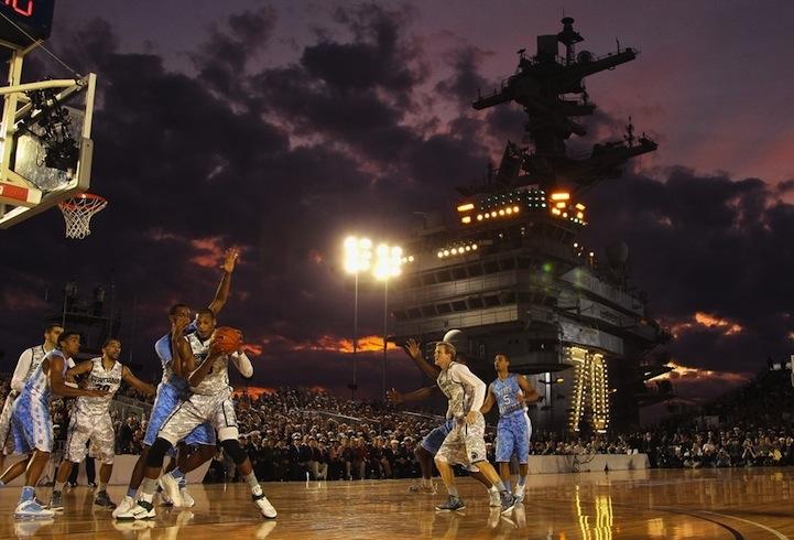 Авианосец принимает баскетболистов США