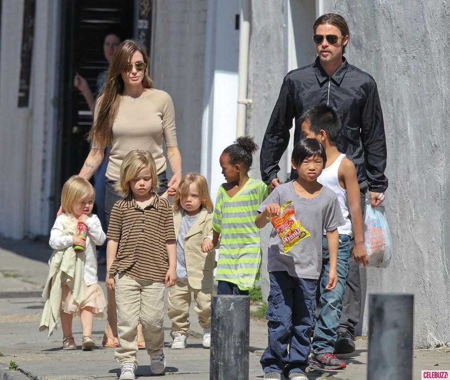 Вся семья на прогулке