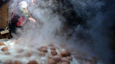 Любимое блюдо китайцев - яйца вареные в моче