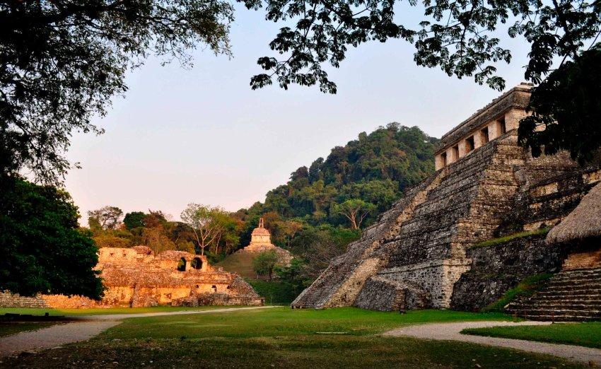 Руины в Паленке, сегодня в Центральной Америке живет 6 млн. потомков древней цивилизации