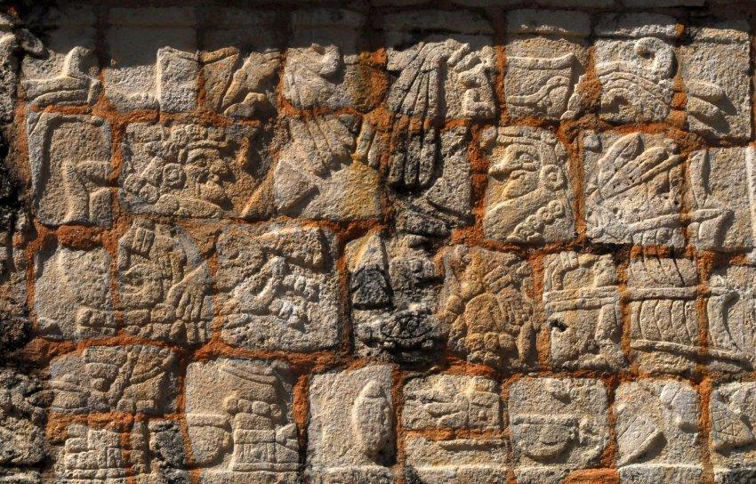 Каменная мозаика рассказывает о войнах, эпидемиях, засухах и нашествиях