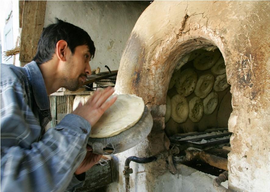 Выпекание хлеба в Ташкенте
