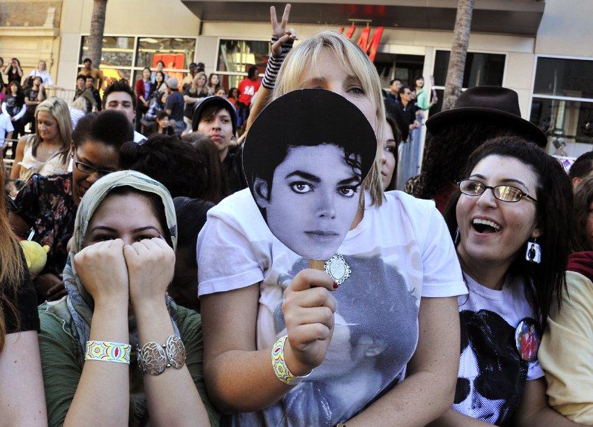 Поклонники Джексона на церемонии в Лос-Анджелесе