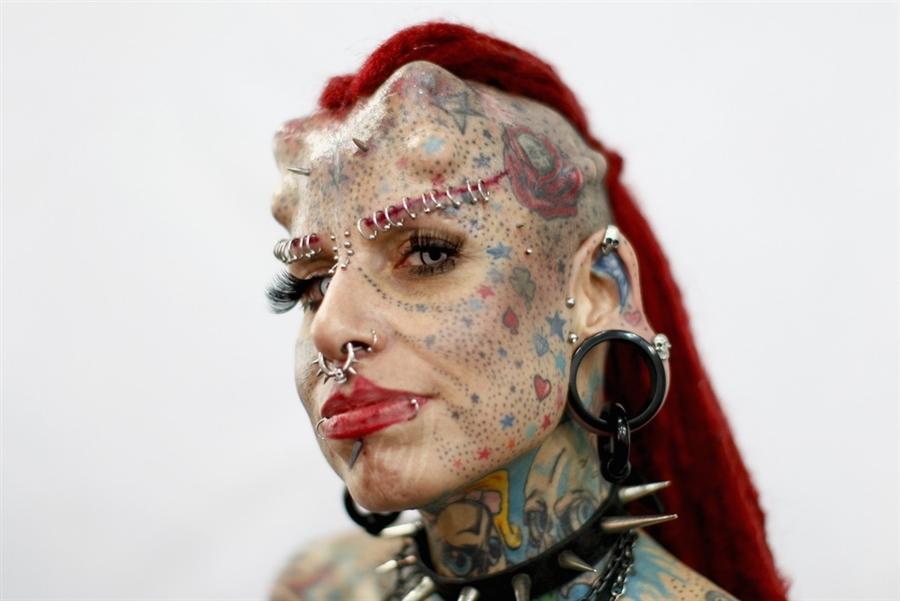 Мексиканская татуировка звезды Марии Хосе Cristerna, более известной как Женский вампир