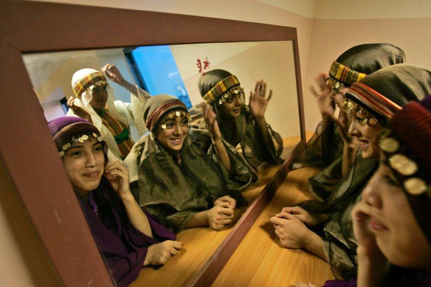 Палестинские женщины готовятся к концерту в Рамалле