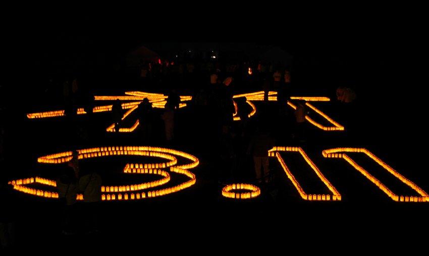 Дата 11 марта из свечей