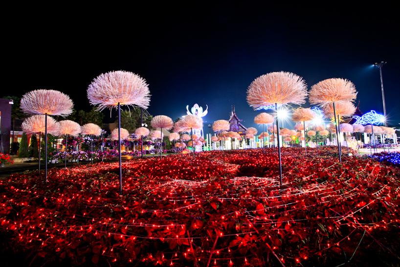 Свето-музыкальная инсталляция в королевском саду Таиланда