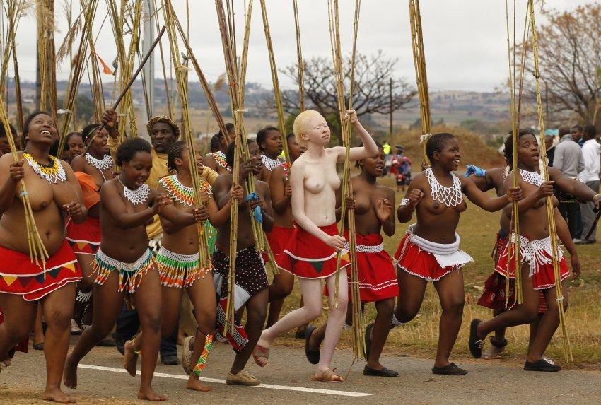 Танец с тростниками перед матерью короля