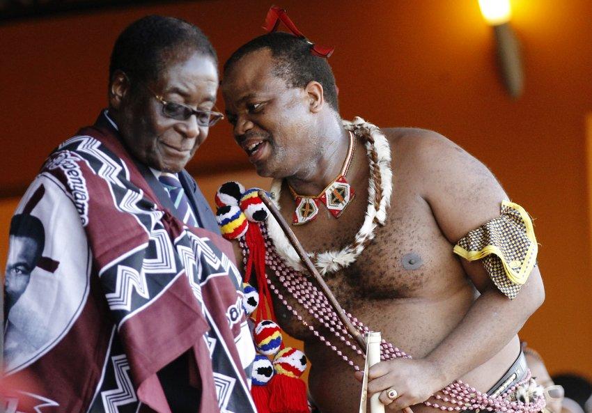 Король Mswati III (справа)