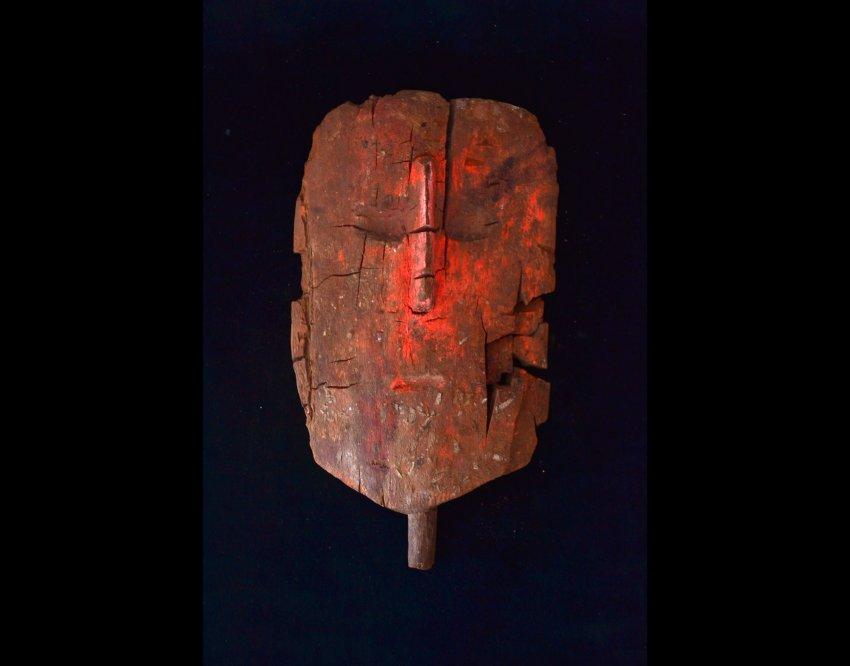 Посмертная маска из дерева