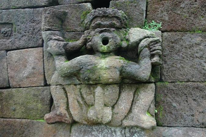 Эротические барельефы и скульптуры Храма Сукух
