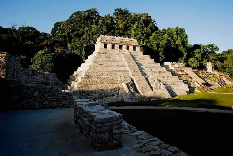 Ягуар был надйен недалеко от этой пирамиды майя