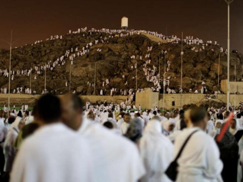 Подъем на Гору Милости на равнине Арафат