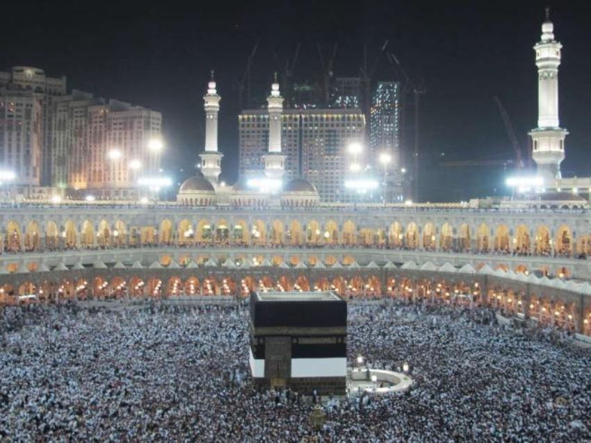 Столпотворение у храма Кааба, который мусульмане считают домом Бога