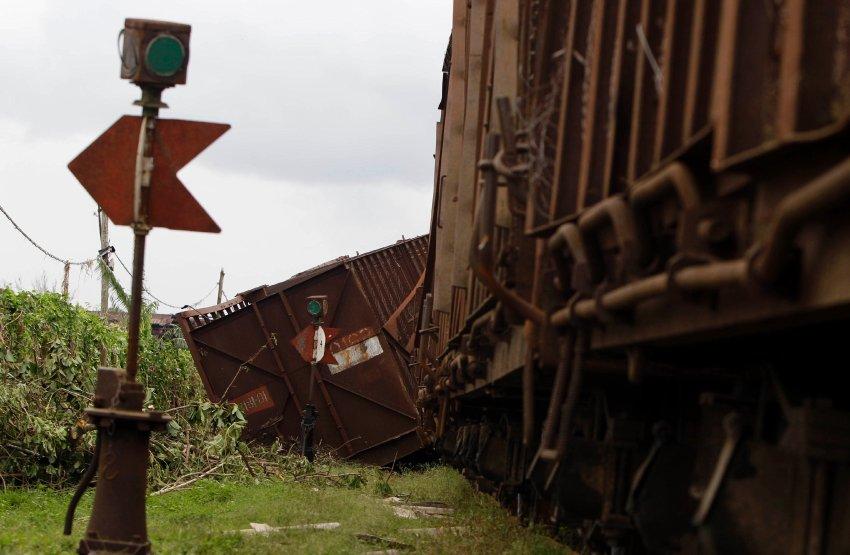 Ураган даже опрокидывал поезда