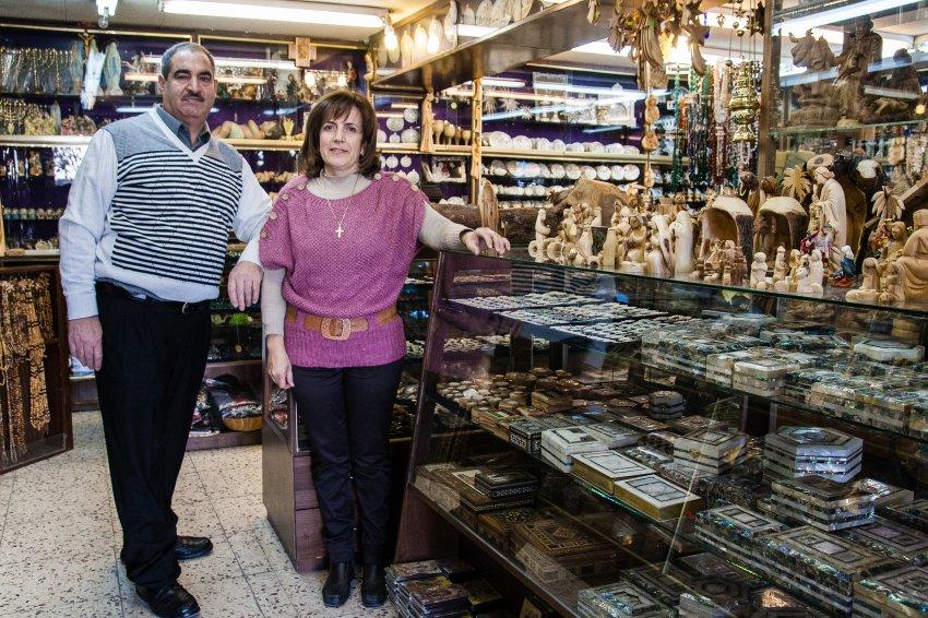 В сувенирных магазинах мало посетителей
