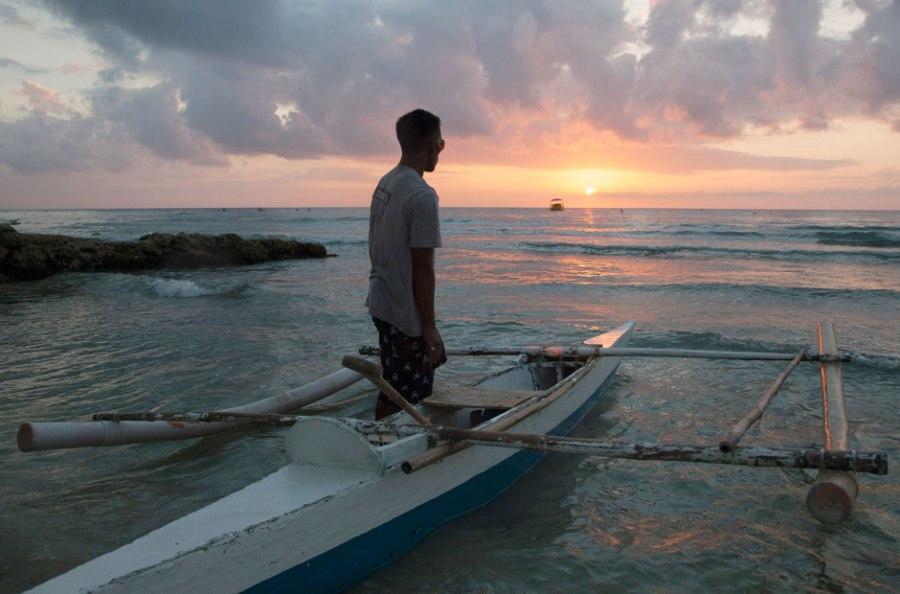 Рано утром рыбаки выходят в море