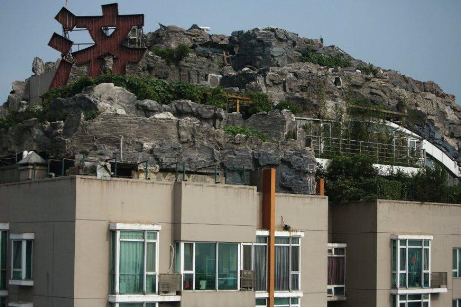 Скальный ландшафт на крыше небоскреба