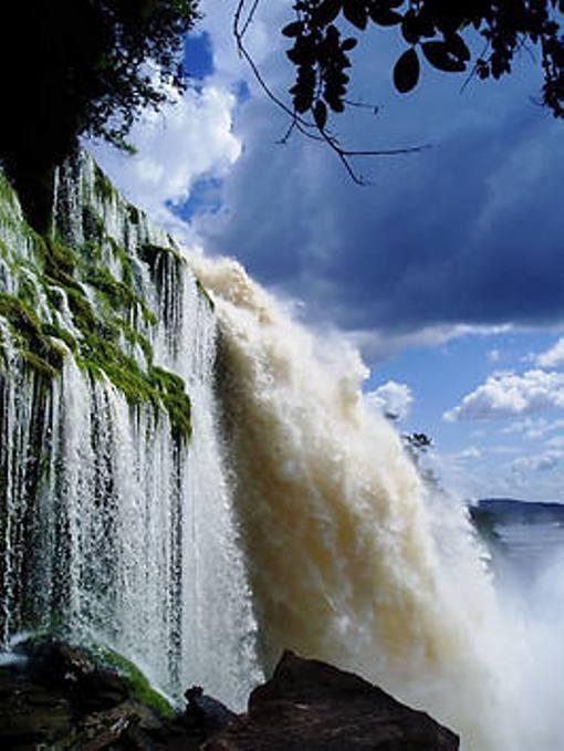 Водопад в парке Канайма, Венесуэла