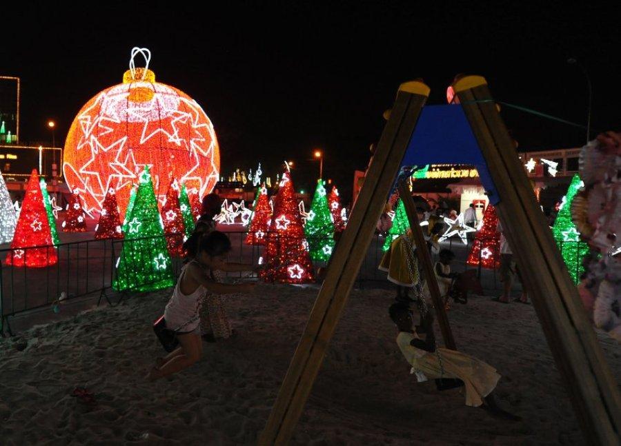Рождественская атмосфера, несмотря на жару. Абиджан, Берег Слоновой Кости.
