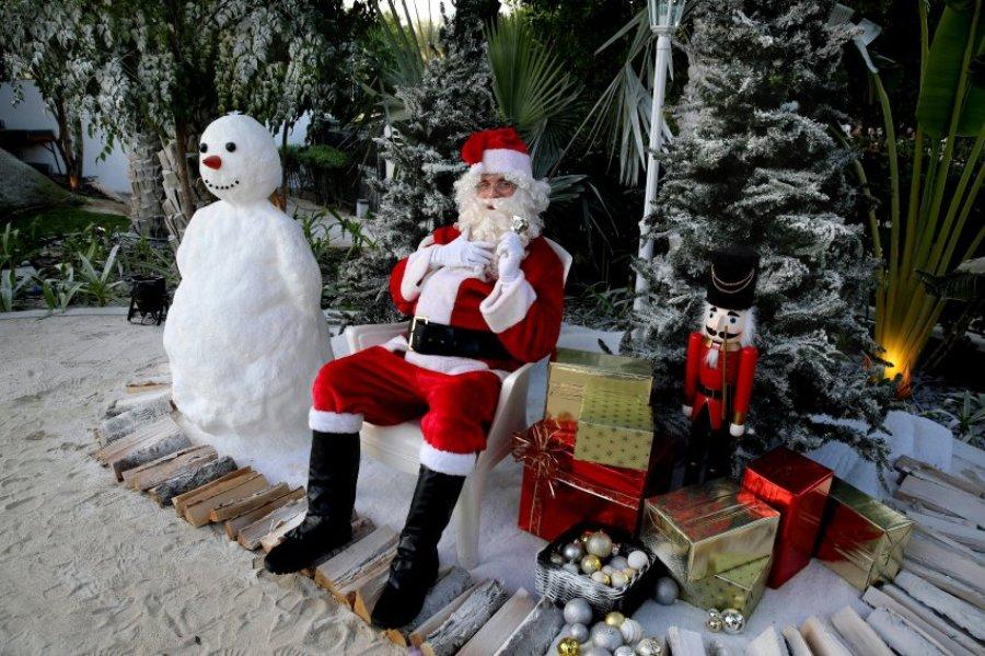 Снеговик из песка  Дубае. Санта Клаус здесь раньше был под запретом.